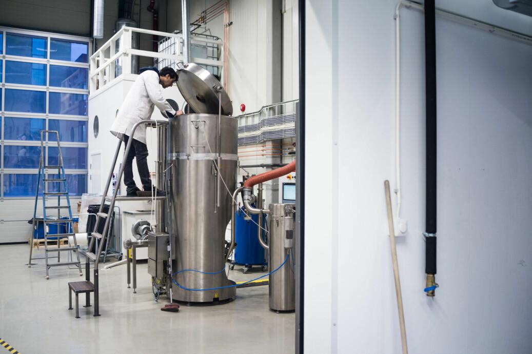 Daniel Perello ved Seram Coatings i Trondheim, et selskap som har blitt til gjennom NTNU Technology Transfer. Foto: David Engmo