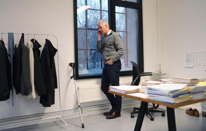 Jørn Mortensen på kontoret på Kunsthøgskolen i Oslo.