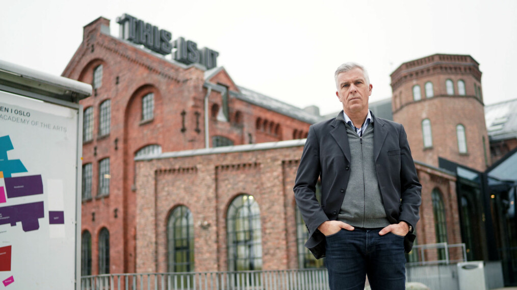 Rektor Jørn Mortensen utenfor Kunsthøgskolens lokaler på Grünerløkka i Oslo. Foto: Ketil Blom Haugstulen