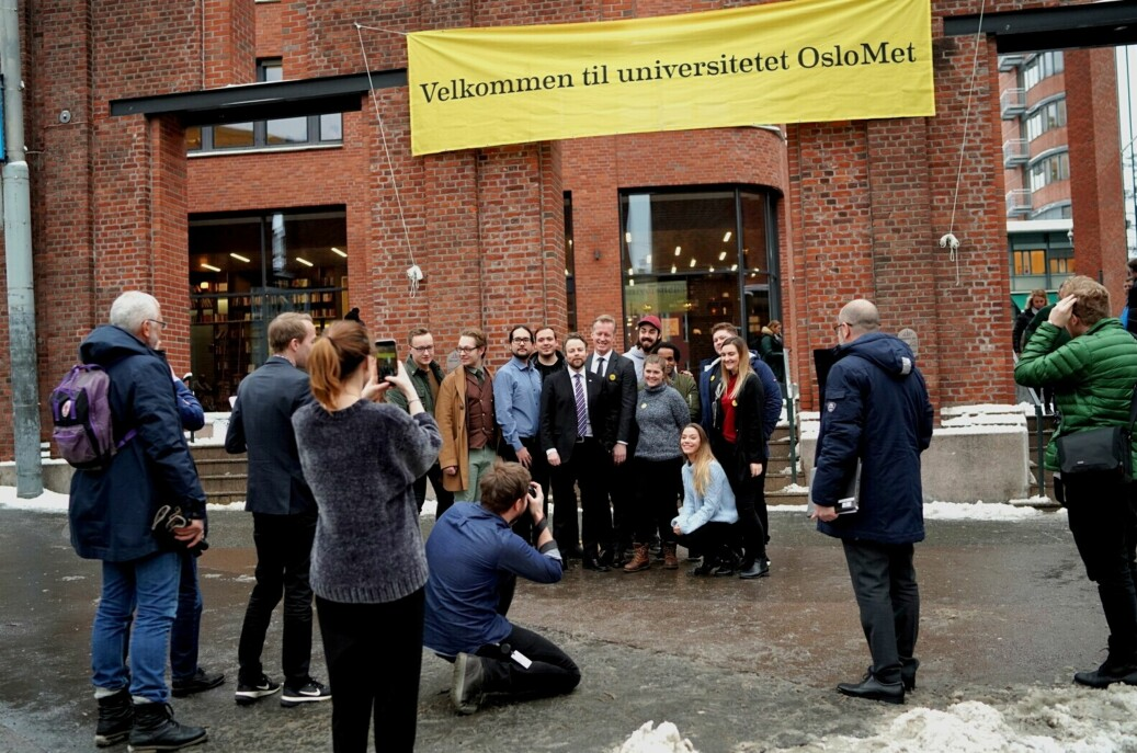 Kunnskapsminister Torbjørn Røe Isaksen kom til HiOA, nå OsloMet, for å gratulere. Foto: Ketil Blom Haugstulen