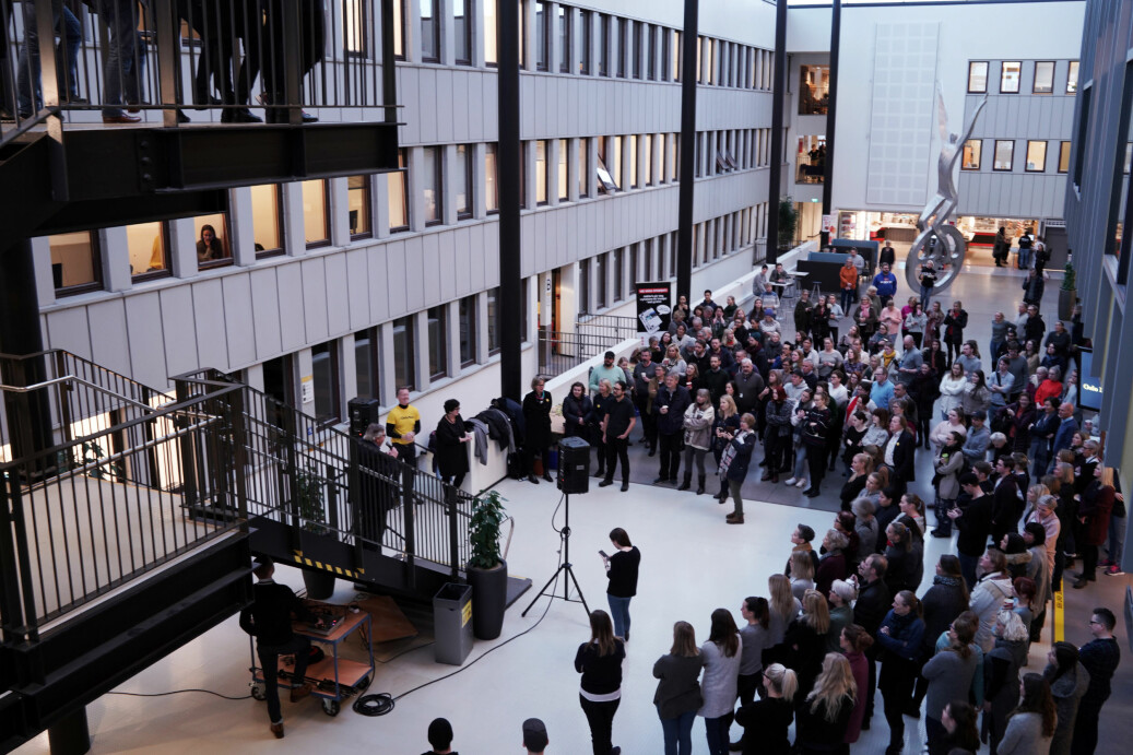 Rektor, styreleder, studentleder og ordfører gratulerte ansatte og studenter med universitetsstatus. Foto: Ketil Blom Haugstulen
