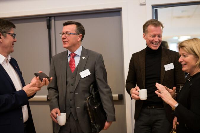 Fire universitetsrektorer som ønsker Iselin Nybø velkommen som statsråd: Svein Stølen, Dag Rune Olsen, Curt Rice og Anne Husebekk. Foto: Skjalg Bøhmer Vold
