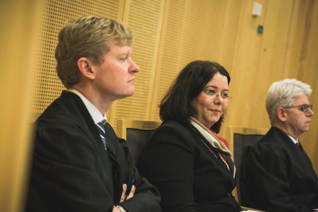 Roya Sabetrasekh (i midten) og hennes advokater Mass Anders Hus (til venstre) og Sverre Lilleng (til høyre). Foto: Siri Øverland Eriksen.