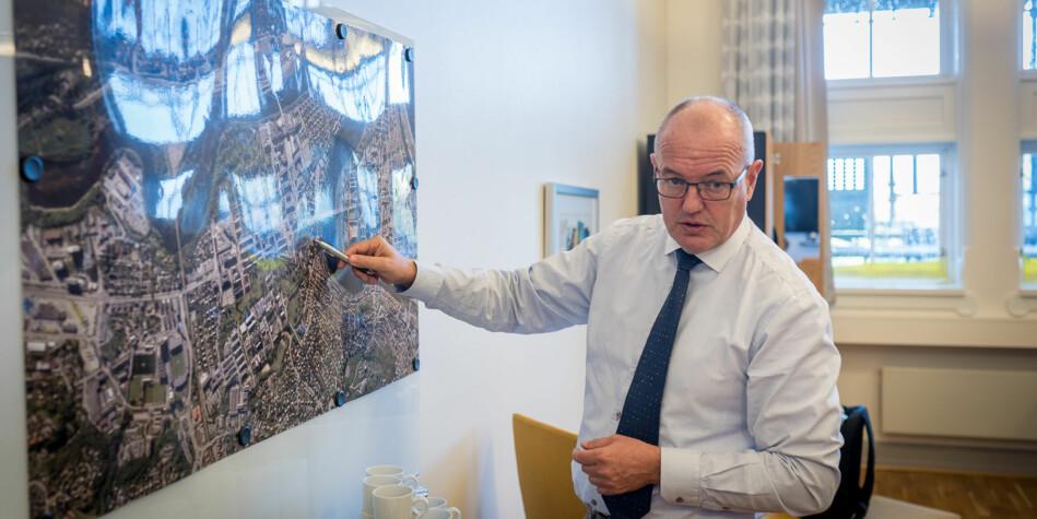 NTNU-rektor Gunnar Bovim snakker om campusutbyggingen til universitetet. Foto: Skjalg Bøhmer Vold