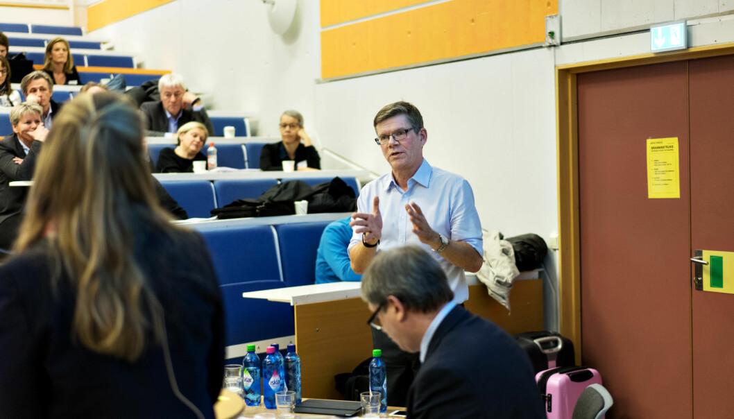 Svein Stølen snakker under representantskapsmøtet til Universitets- og høgskolerådet (UHR) på Lillehammer i fjor, der arbeidsgruppen mot seksuell trakassering og mobbing ble satt ned.. Foto: Ketil Blom Haugstulen