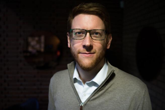 Stortingsrepresentant Martin Henriksen (Ap) er enig med Høyre i at offentlig finansiert kunnskap bør være mest mulig offentlig tilgjengelig. Foto: David Engmo