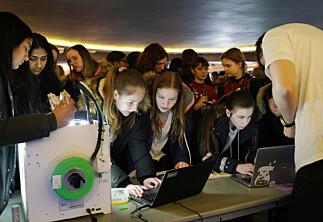 Ingen jenter begynte på dataingeniørstudium i Ålesund i fjor. Torsdag vil NTNU lokke dem til teknologifagene.