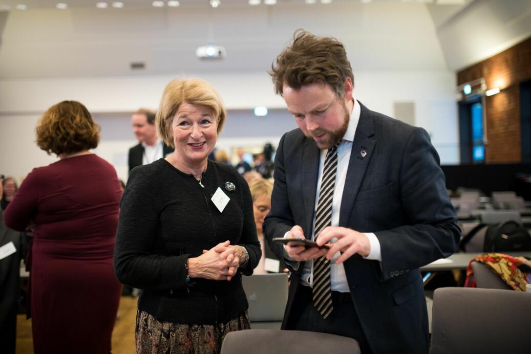 UiT-rektor Anne Husebekk og tidligere kunnskapsminister Torbjørn Røe Isaksen under kontaktkonferansen tidligere i år. Foto: Skjalg Bøhmer Vold