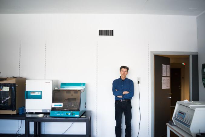 Dag O. Hessen er ikke så ofte på lab'en lenger. Ihvertfall ikke med hvit frakk. Foto: David Engmo
