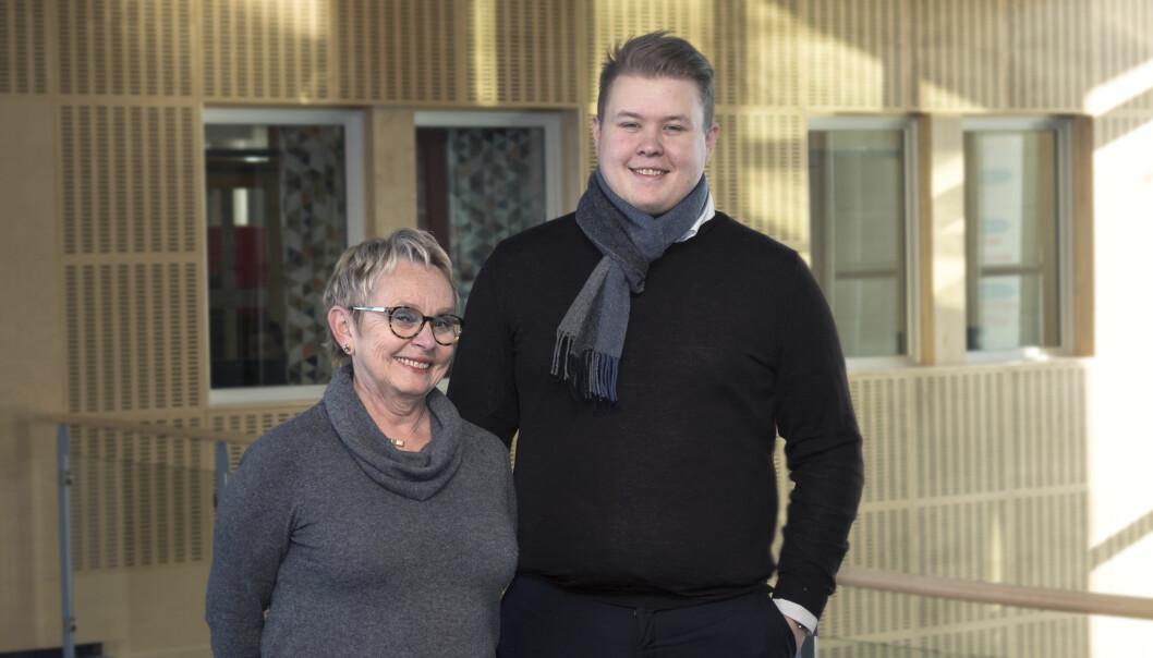 Styreleder ved Nord universitet, Vigdis Moe Skarstein, og studentrepresentant til styret, Mathias Lauritzen. Foto: Nord universitet/Svein-Arnt Eriksen