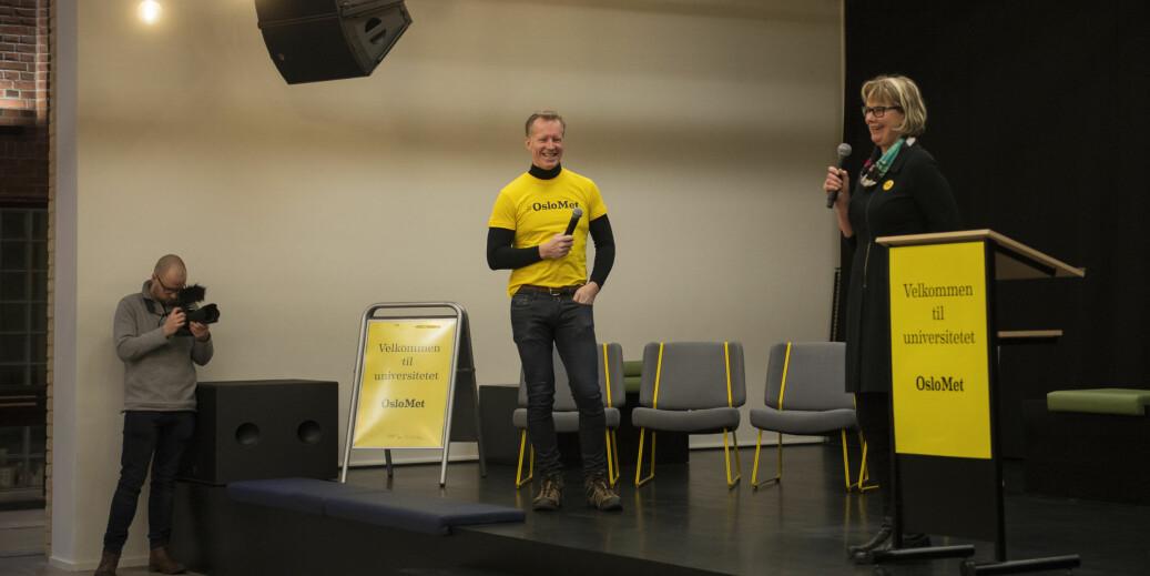Gult er kult på OsloMet, eller ikke? Her er rektor Curt Rice og styreleder Trine Syvertsen på scenen da det nye universitetet ble markert. Foto: Sonja Balci/OsloMet