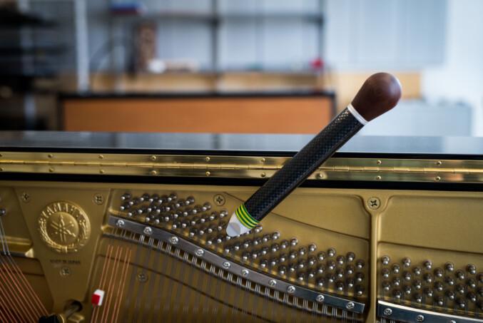 De fleste sertifiserte pianostemmere i Norge holder til i de store, norske byene. — Det er kun en pianostemmer i Nord-Norge, sier Bakke. Foto: Skjalg Bøhmer Vold