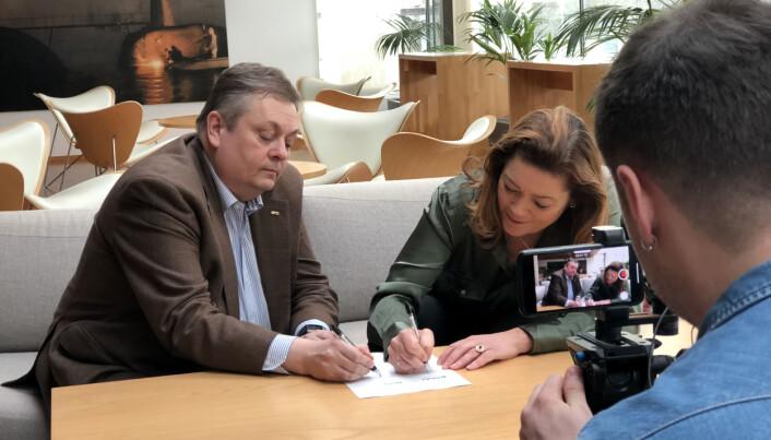 NITO-president Trond Markussen sammen med NHO-direktør Kristin Skogen Lund.