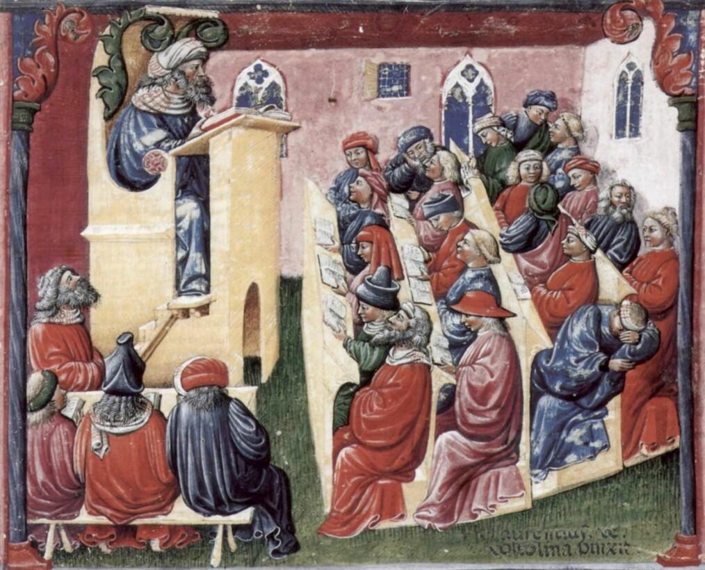 """Tidlig i universitetshistorien kunne man gjerne ha forelesninger i ordets rette forstand – med en lektor som leser høyt fra kilden. God gammeldags tavleteknologi har revolusjonert forelesningen, og blir som regel bedre mottatt enn høytlesning fra powerpoint. En del ting har selvfølgelig ikke endret seg siden middelalderen: det er alltids fare for at noen sitter på bakerste rad og sover. (""""Henricus de Alemannia con i suoi studenti"""", Laurentius a Voltolina)"""