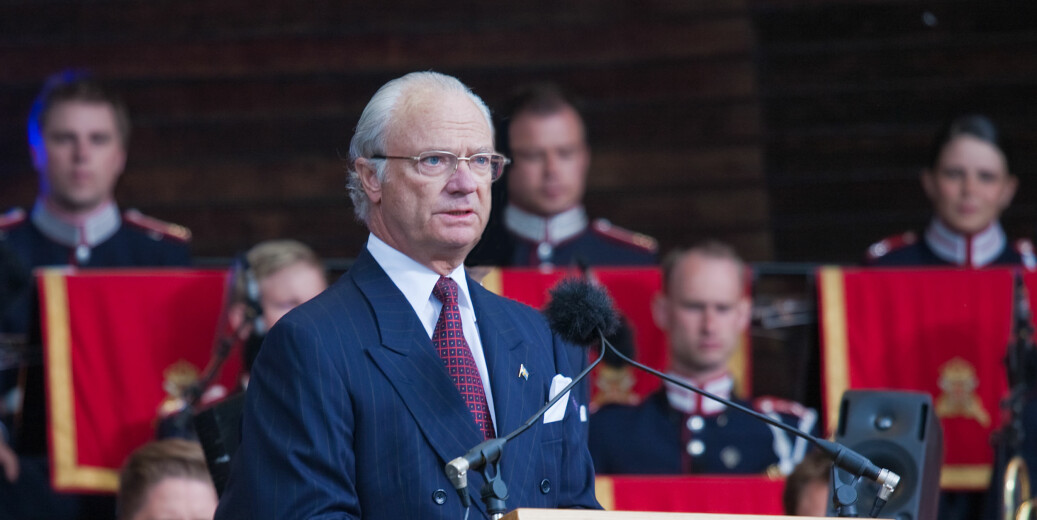 Kongen, Carl Gustaf, er den høye beskytter av Svenska Akademien . Nå er han i ferd med å gripe inn i konflikthåndtering av en sak som handler om seksuell trakassering. Her er han på nasjonaldagen i 2010. Foto: Bengt Nyman/Flickr(https://creativecommons.org/licenses/by/2.0/)