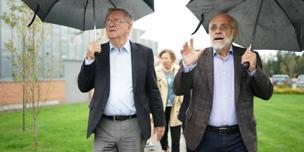 Petter Aasen sammen med leder av NOKUT-komiteen, Jens Oddershede, som etter noen ekstraomganger ga klarsignal for universitetsstatus. Foto: Ketil Blom Haugstulen