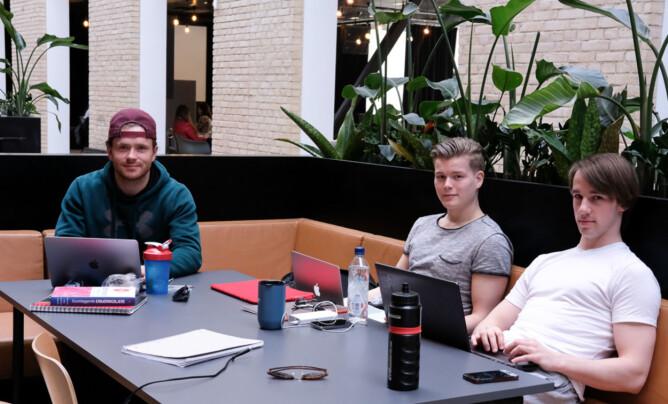 Fra venstre: Vetle Eriksen (21), Svein Bosch (23) og Kristian Watvedt (26) studerer samfunnsernæring på OsloMet.