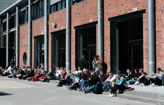I undervisningsåret 2016-2017 fikk 403.116 elever og studenter lån fra Lånekassen.
