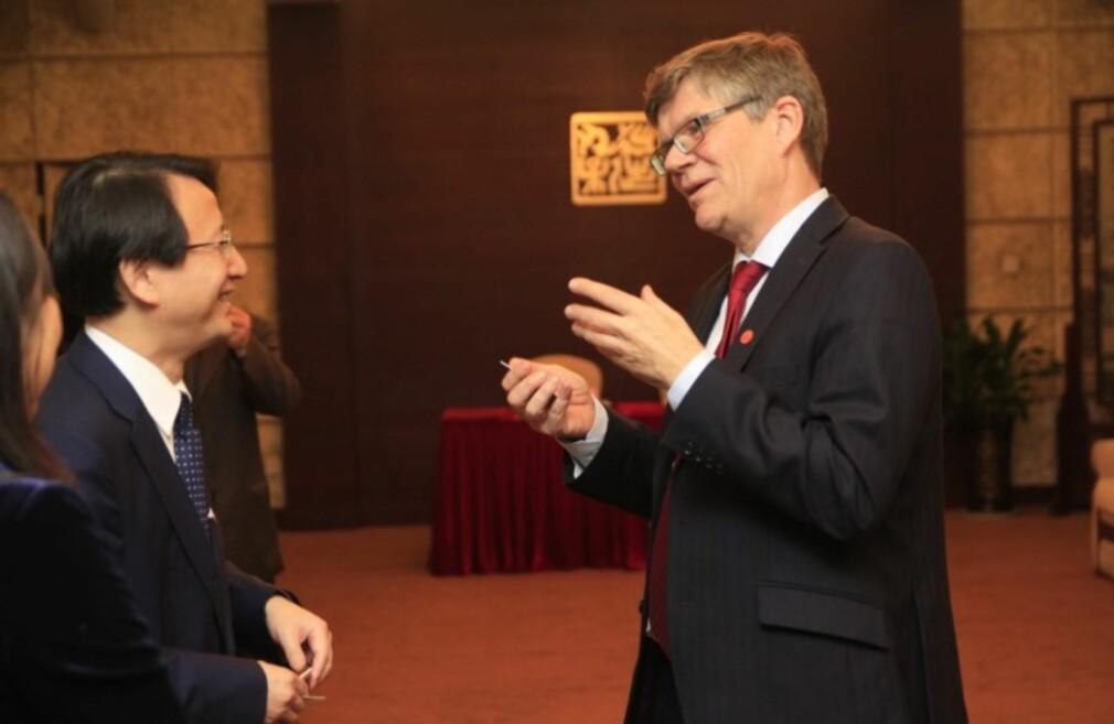 UiO-rektor Svein Stølen ebnyttet Kina-turen til besøk hos rektor Zhaohui Wu ved Zheijiang University. Foto: UiO