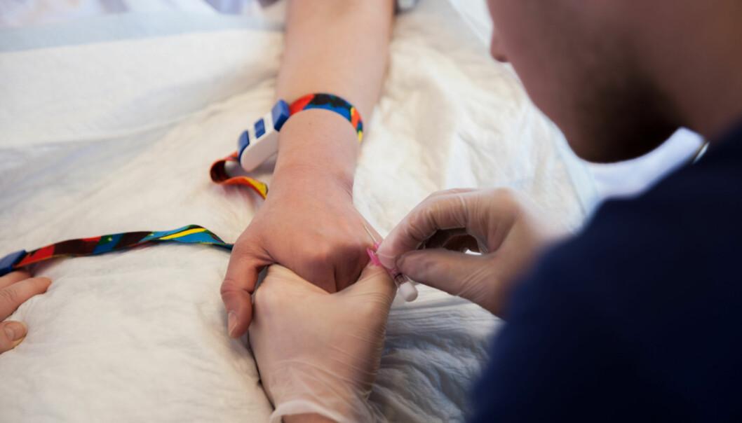 — Både i min egen studietid og nå som sykepleier på sengepost møter jeg studenter med så dårlige norskkunnskaper at det må være legitimt å undre seg over hvordan de i det hele tatt har kommet seg gjennom videregående skole, skriver innleggsforfatteren. Foto: Mina Ræge
