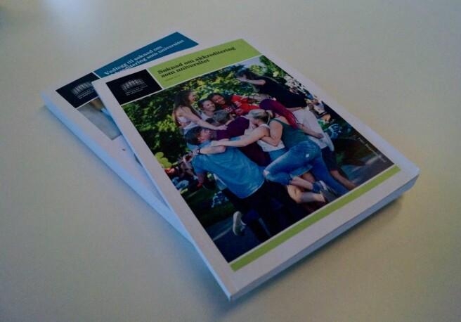 Slik ser vel 700 sider med godkjent universitetssøknad ut, for OsloMet. Foto: Øystein Fimland