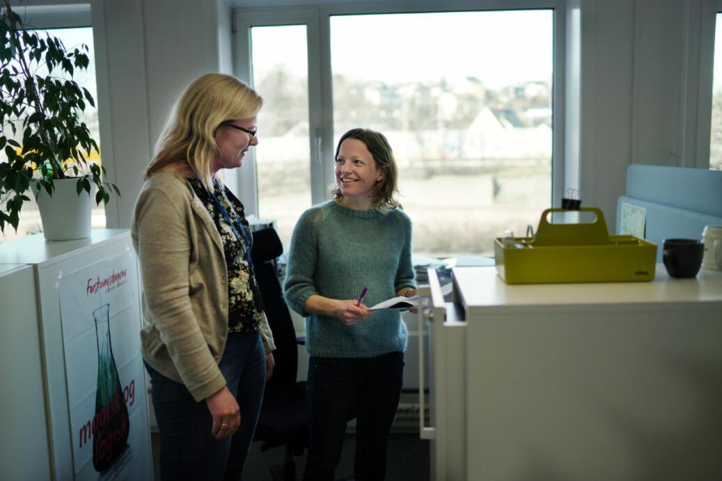 Janicke Giæver og Inger Austrem i Forskningsrådet har et heller blandet forhold til kontor i landskap. Foto: Ketil Blom Haugstulen