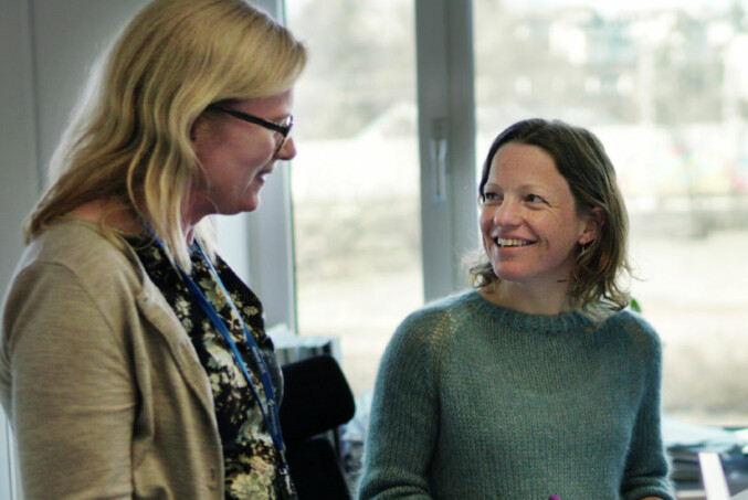 Janicke Giæver og Inger Austrem forteller om positive og negative sider ved kontor i landskap. Foto: Ketil Blom Haugstulen