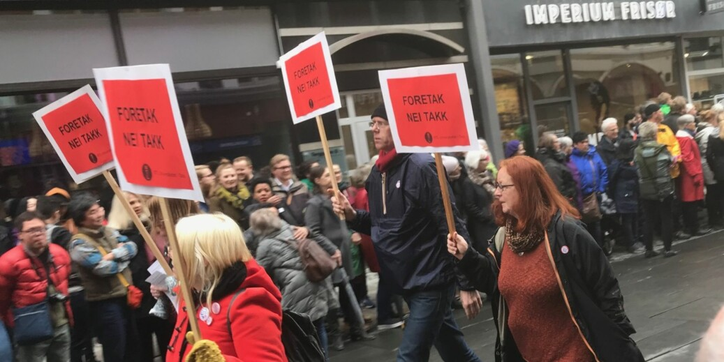 Nei til foretak ved universiteter og høgskoler var også med som paroler i årets 1.mai-tog i Oslo. Samme dag som 84 akademikere har et opprop i Aftenposten mot foretak .