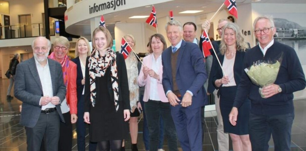 Iselin Nybø kom til det nye universitetets campus i Drammen fredag for å fortelle om vedtaket. Foto: HSN