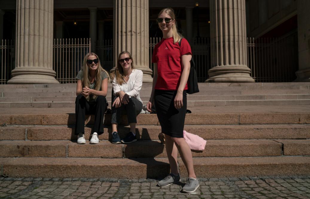 Maren Stenseth Rullestad, Marion Berg Hauge og Åse Kaja Tveter Karlsen studerer på profesjonsstudiet på juridisk fakultet i Oslo. Foto: David Engmo