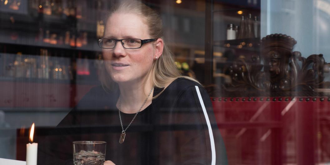 Rikke Simonsen er født med en psykisk lidelse. Da hun var tolv begynte hun på rusmidler som selvmedisinering. I dag har hun vært rusfri i nesten ti år, og studerer barnevernspedagogikk ved OsloMet. Foto: Petter Berntsen