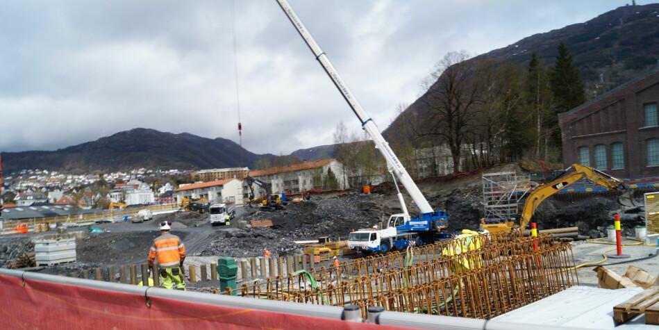 Byggingen av Kronstad 2 er typisk et prosjekt som har gjort at Høgskulen på Vestlandet tidvis har hatt mye penger på bok, grunnet forsinkelser i prosjektet. Foto: Brage Lie Jor