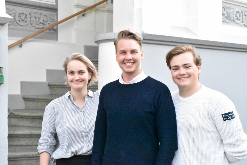 Nytt arbeidsutvalg på UiB: Maren Voldsnes Iversen, leder Nikolai Klæboe og Andreas Trohjell, i tillegg til Eira Vilde Garrido (ikke avbildet). Foto: SP UiB