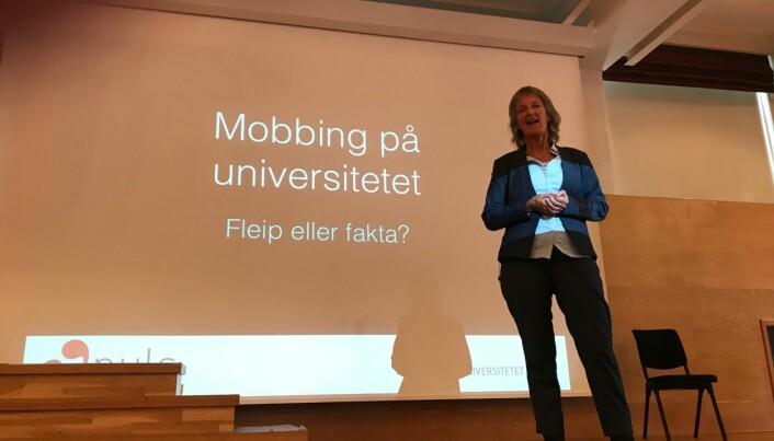 Professor Ingrid Lund, ved Universitetet i Agder, på seminar i Alta om seksuell trakassering og mobbing. Foto Tove Lie