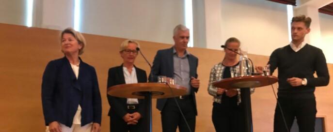 F.v. Anne Husebekk, Gunn-Elin Bjørneboe, Jørn Mortensen, Mari Sundli Tveit og NSO-leder Mats Beldo i panelsamtale om seksuell trakassering. Foto: Tove Lie