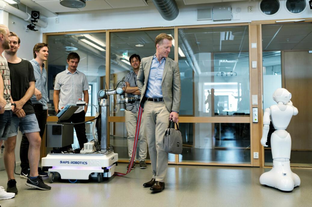 Rektor Curt Rice åpner lab for robotteknologi og automatisering på OsloMet. Foto: Ketil Blom Haugstulen