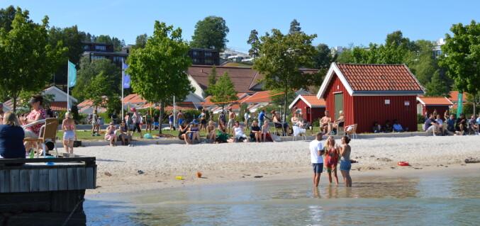 Etter høytidelighetene, og før middag og dans: Brygge- og strandleker - USN Open. Foto: Nils Martin Silvola