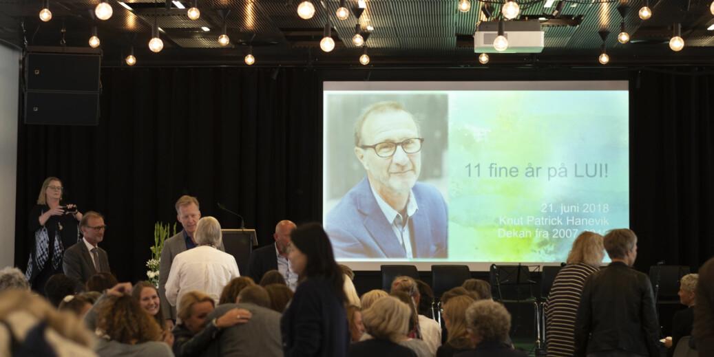 Dekan Knut Patrick Hanevik ble behørig markert og takket av kolleger og studenter ved OsloMet torsdag. Foto: Mina Ræge
