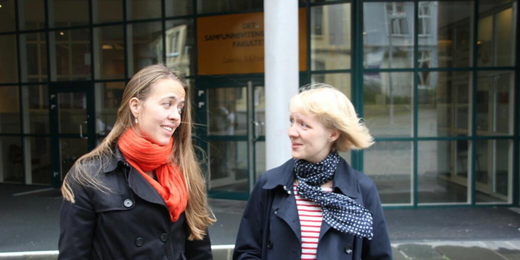 Katharina Sass og Hanne Kvilhaugsvik reagerer på at muligheten til å velge instituttledere fjernes. De reagerer også på at midlertidig ansatte må ha minst femti prosent stilling for å kunne få stemmerett. — Dette vil gå ut over stipendiater som har gått over tiden, og som kombinerer ferdigstilling av doktorgraden med en mindre stilling ved UiB, sier Sass. Foto: Hilde Kristin Strand