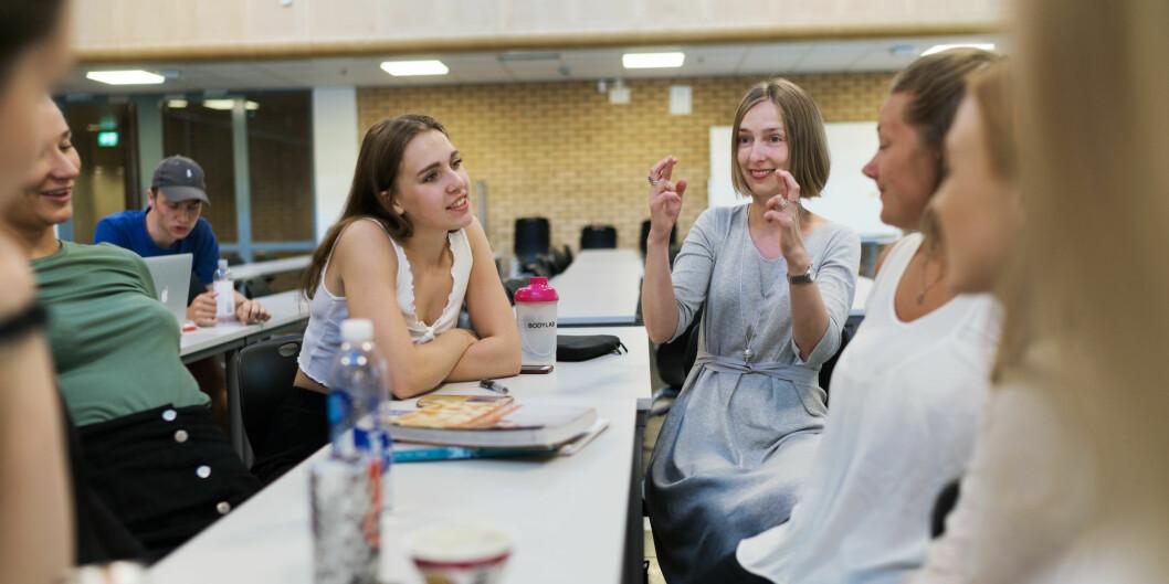 Statsråd Iselin Nybø møtte potensielle lærerstudenter ved OsloMet mandag som skal forbedre mattekarakteren sin på en måned. — Dette er topp motiverte studenter, sa Nybø.