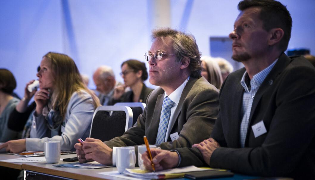 Tilsynsdirektør Øystein Lund (i midten) og NOKUT-direktør Terje Mørland har sluttført et omfattende tilsyn av studier som tilbys i samarbeid med eksterne aktører. Foto: Henriette Dæhlie