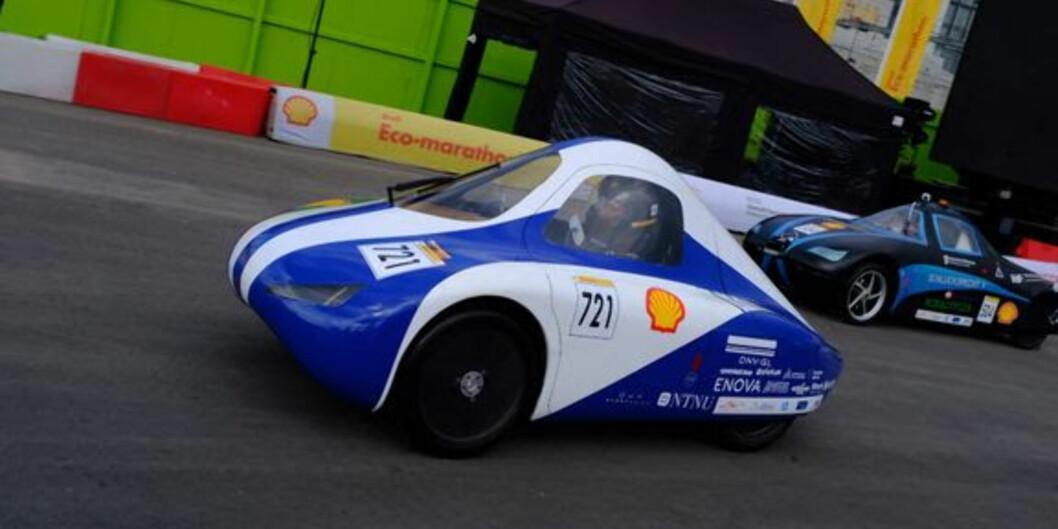 Laget «DNV GL Fuel Fighter» fra NTNU endte på en god andreplass i klassen for elektriske konseptbiler og et resultat på 176 km/kWh. Til sammenligning er strømforbruket til en Nissan Leaf cirka 15 km/kWh. Foto: DNV GL Fuel Fighter