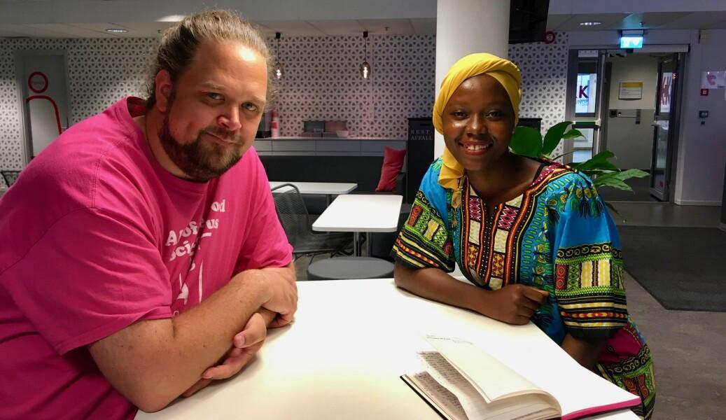 Einar Belck-Olsen og Hussaina Abdullahi tar tech. phil ved OsloMet i sommer. Foto: Øystein Fimland