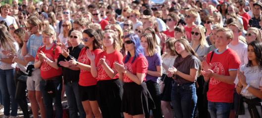 Høgskoler og universiteter slipper inn flere studenter enn de har plass til