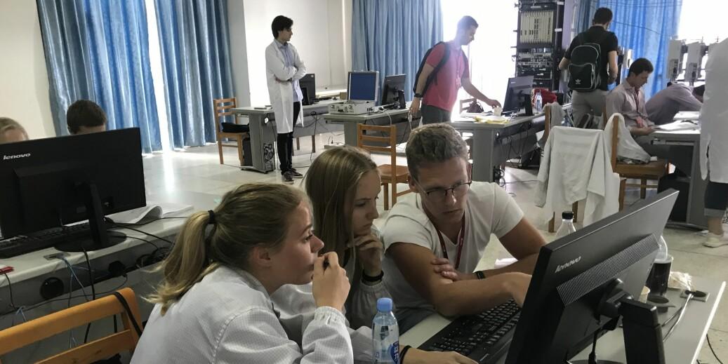 Norske studenter på Huaweis forskningssenter ved hovedkontoret i Shenzhen. Foto: Huawei