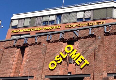 Språkrådet mener OsloMet bryter egne retningslinjer med skiltene