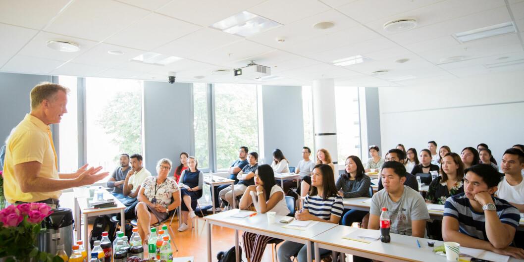 Rektor Curt Rice ønsket 31 sykepleiere med utdanning fra land utenfor EU/EØS velkommen til et års studier på OsloMet. Foto: Runhild Heggem