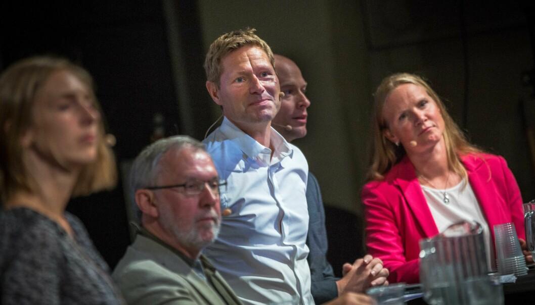 — Vi er ikke flinke til å ta i bruk nye læringsformer, erkjente UHR-leder Mari Sundli Tveit under debatt på Arendalsuka torsdag. NIFU-direktør Sveinung Skule i midten. Foto: Siri Øverland Eriksen