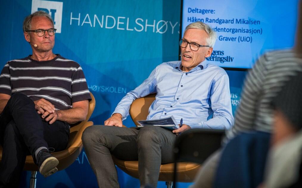 Hans Petter Graver og Bjarne Foss i debatt om foretak i DN-teltet i Arendal.