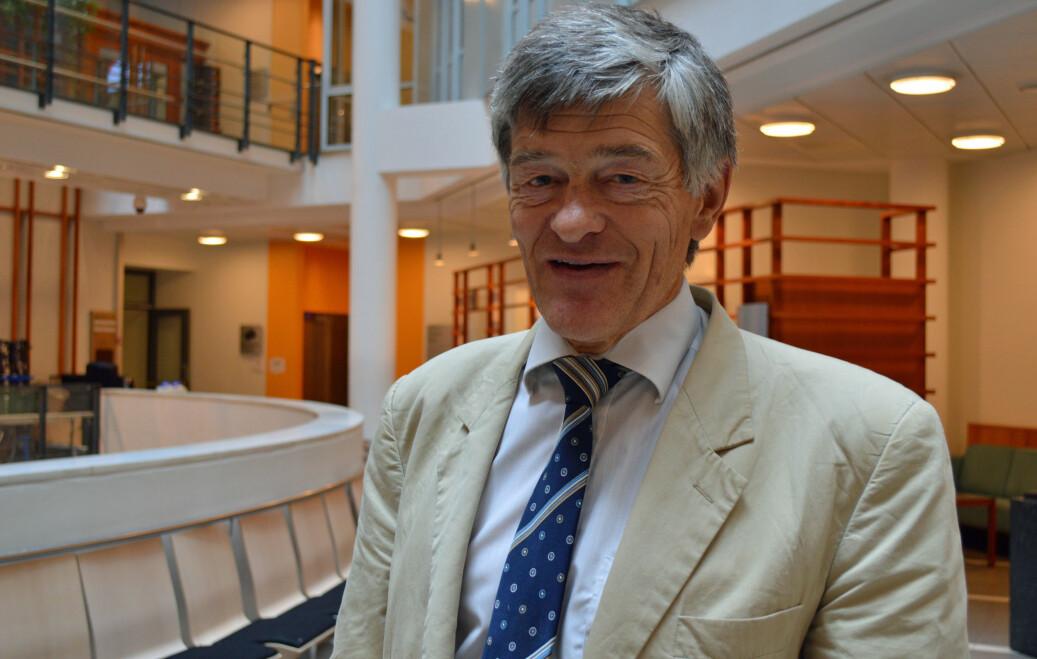 Professor Torleiv Bilstad vitnet i Oslo tingrett mandag. Han lånte penger til den utviste studenten fra Madagaskar, og har hjulpet utenlandsstudenter økonomisk i en årrekke. Foto: Nils Martin Silvola